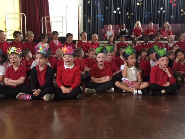 Reception and Y1 singing show