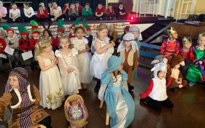 "Reception perform ""I Spy Christmas"""